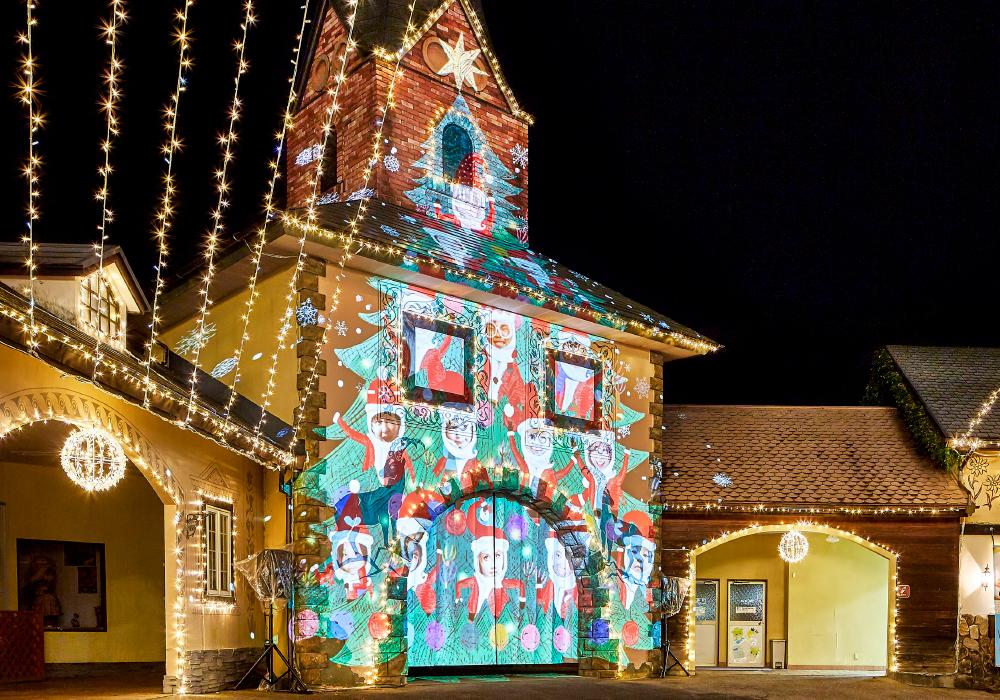 栃木フェスタルーチェで行われたクリスマスツリーのプロジェクションマッピングの写真