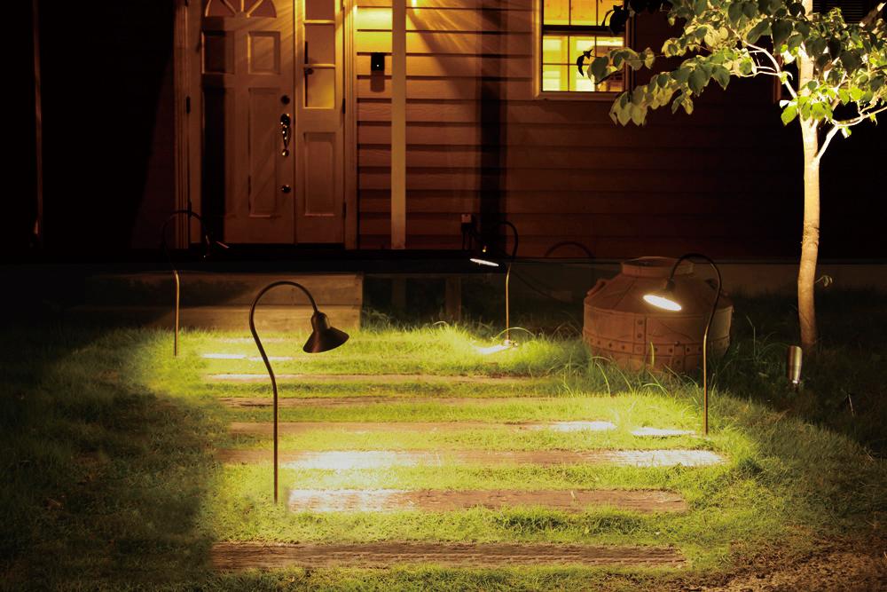 家のファサードのライティングが暗めな例の写真
