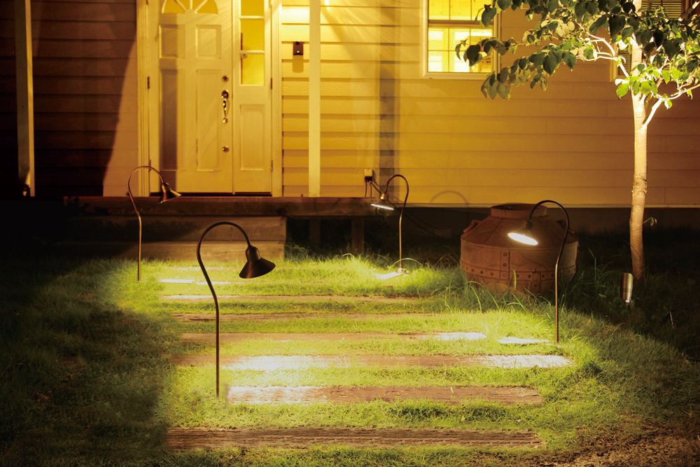 家のファサードのライティングが明るめな例の写真