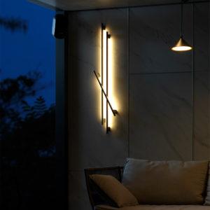ラインウォールライトを壁面に設置した例