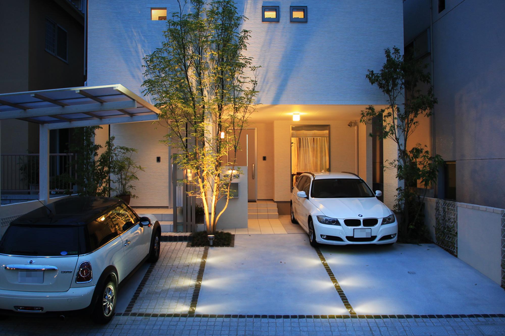 駐車場の床にグランドライトを取り入れた例