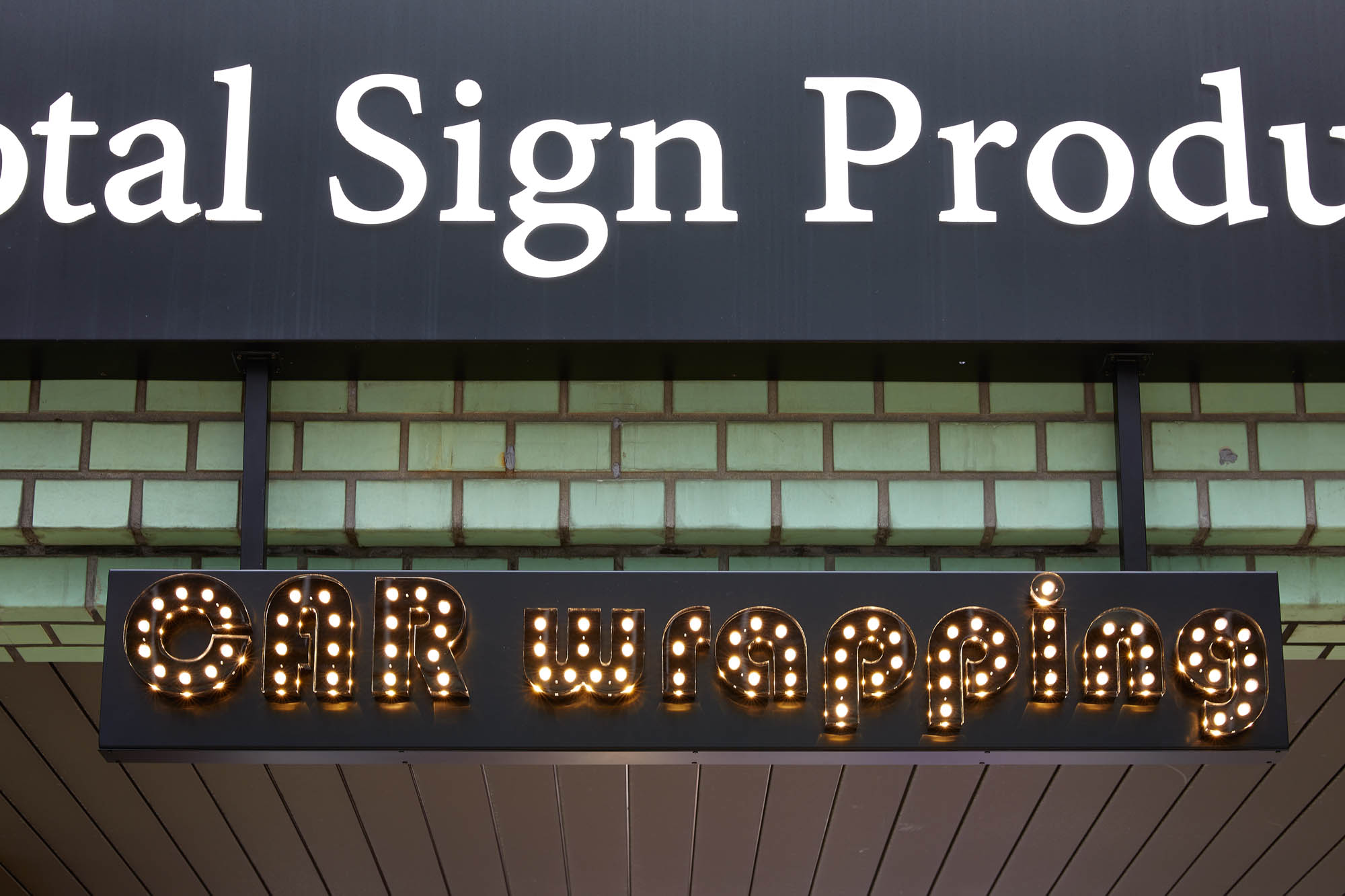 LEDIUS SIGN PRO DIAで表現されたLEDサインの例の写真