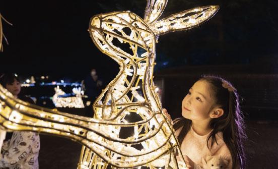 ウサギ型のLimited Lineと子供の写真