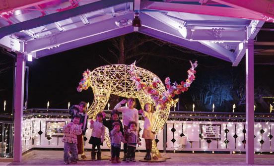春仕様にアレンジされたトナカイのLimited Lineと子供たちの写真