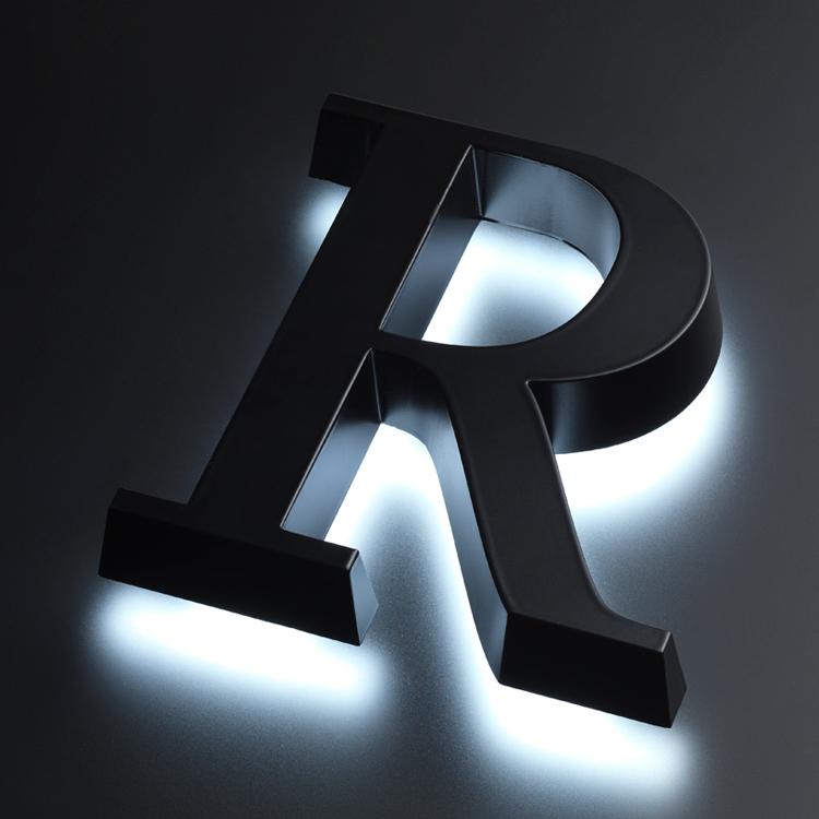 背面発光するサインの例
