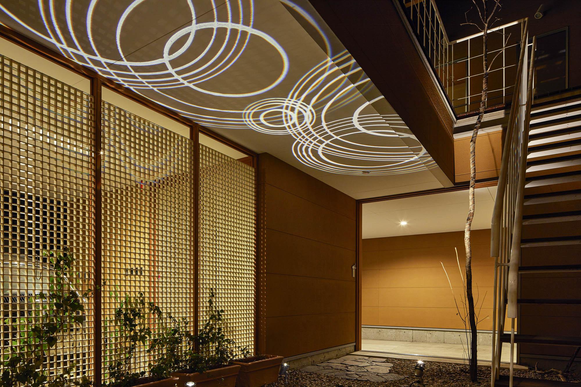 グラフィックスポットライトを軒天井に使った時の例