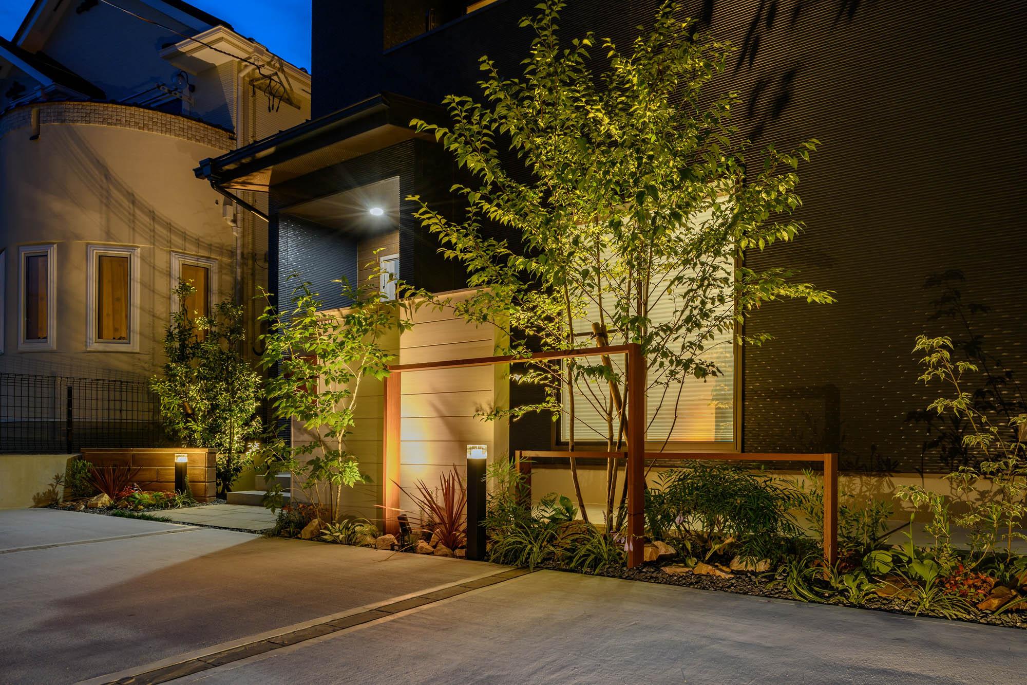 シンボルツリーを美しく照らした施工例