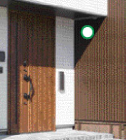 玄関脇の壁面/軒下