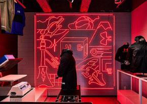 アンダーアーマー 新宿店のネオンサイン、ネオン看板の画像