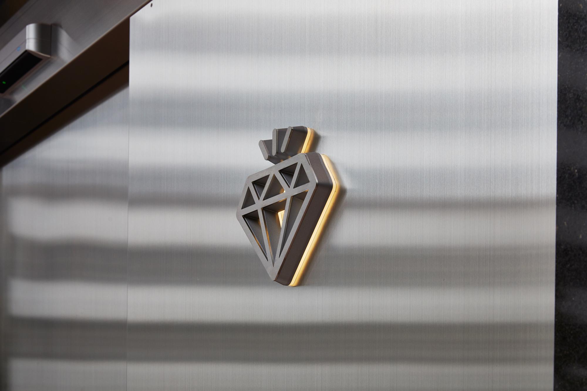 TRAX TOKYO ダイヤ